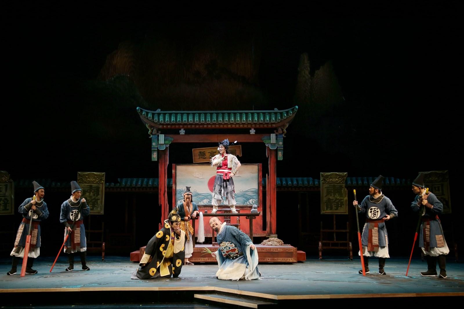 作为喜剧风格的儿童剧,剧中的幽默搞笑无处不在,该剧剧本改编杨硕